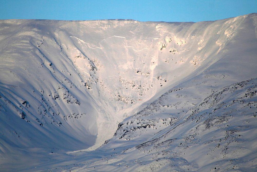 Fjorårets snøskred på Sorbmegaisa i Troms krevde livene til fem utenlandske skiturister.