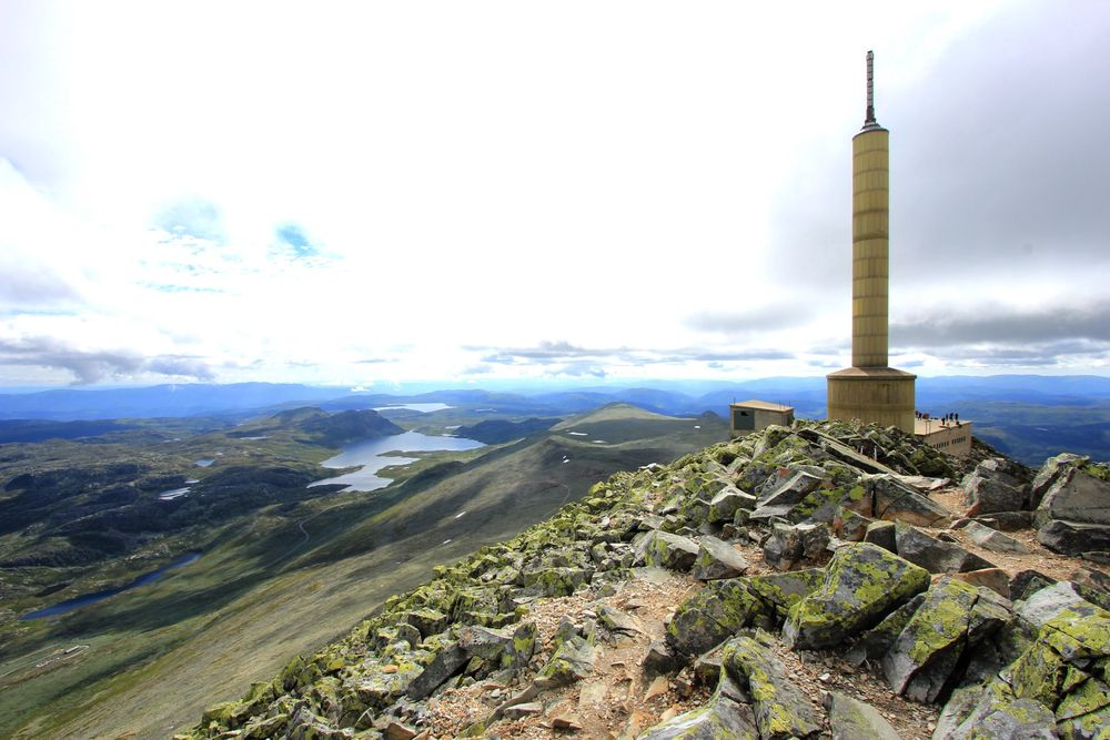 En underjordisk kabelbane i et fjellanlegg på 5295 kvadratmeter følger med fjelltoppen som er til salgs.