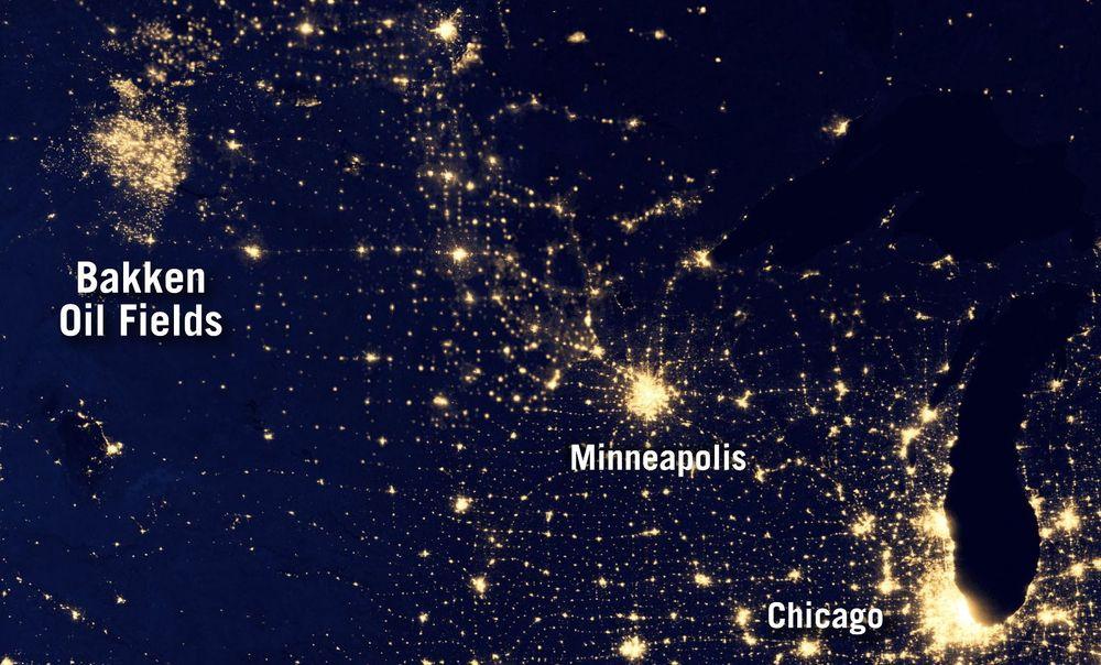 Bakken by night. Her lyser gassflammene fra Bakken-formasjonen.