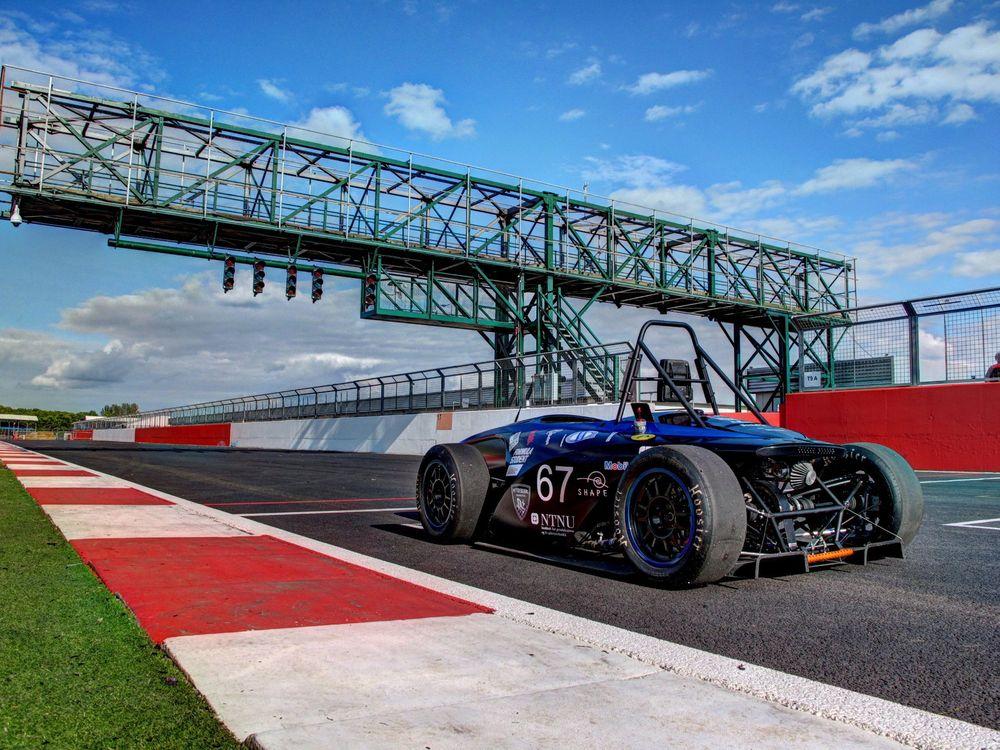 Formula Student er den heteste rekrutteringsarenaen for unge ingeniørspirer som ønsker seg inn i motorsport eller bilindustri, og mange tekniske universitet har lang tradisjon for å sende lag som gjør det skarpt. Her ses fjorårets NTNU-modell. Årets utgave skal få vinger.
