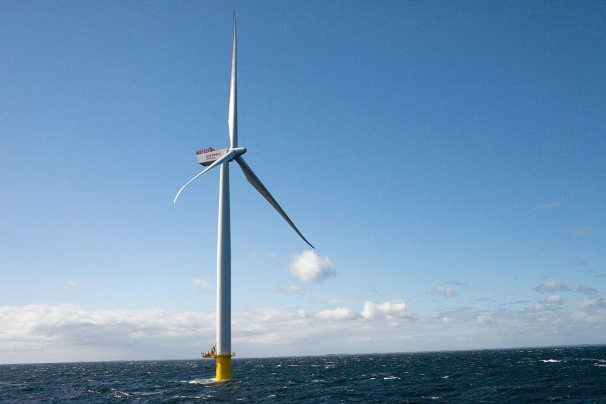 En av de 61 vindmøllene som er installert i Anholt Havvindpark i dag. Totalt skal parken bestå av 111 vindmøller.