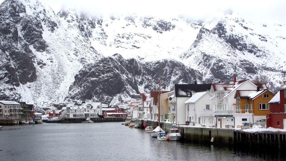 Ap sier ja til å konsekvensutrede olje- og gassvirksomhet utenfor Lofoten, Vesterålen og Senja, men utsetter til 2015 å ta stilling til om områdene skal åpnes for oljevirksomhet.