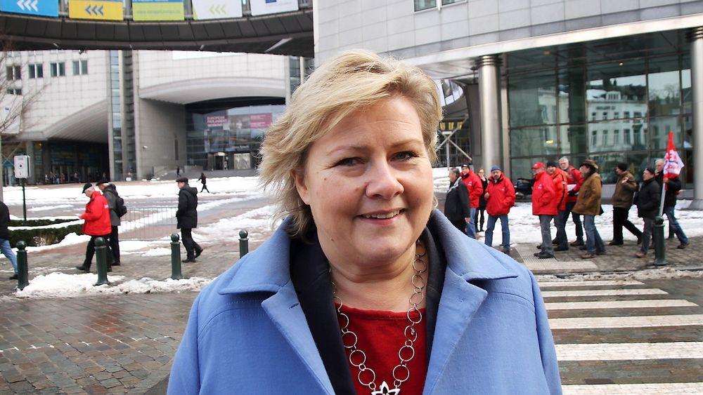 Høyre-leder Erna Solberg vil ha mer velferdsteknologi inn i eldreomsorgen. Hun la fram sine tanker om dette på partiets sentralstyremøte mandag. Bildet er fra Solbergs besøk i Brussel nylig