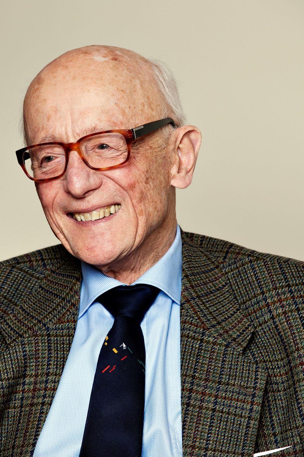 «De gamle  er eldst»:  – Det er hyggelig for oss eldre om de yngre ikke forkaster det gamle norske ordspråket som Ivar Aasen fant frem, sier den tidligere statsministeren.