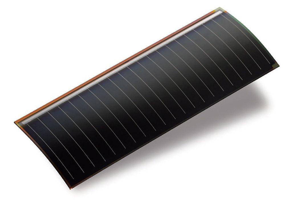 Kan lade dingsene: En bakside utstyrt med en nye fleksibel GaAs solcelle kan forlenge batterilevetiden til mobiler og nettbrett betydelig.