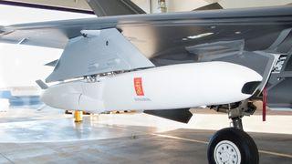 Her er F-35 med JSM under vingen