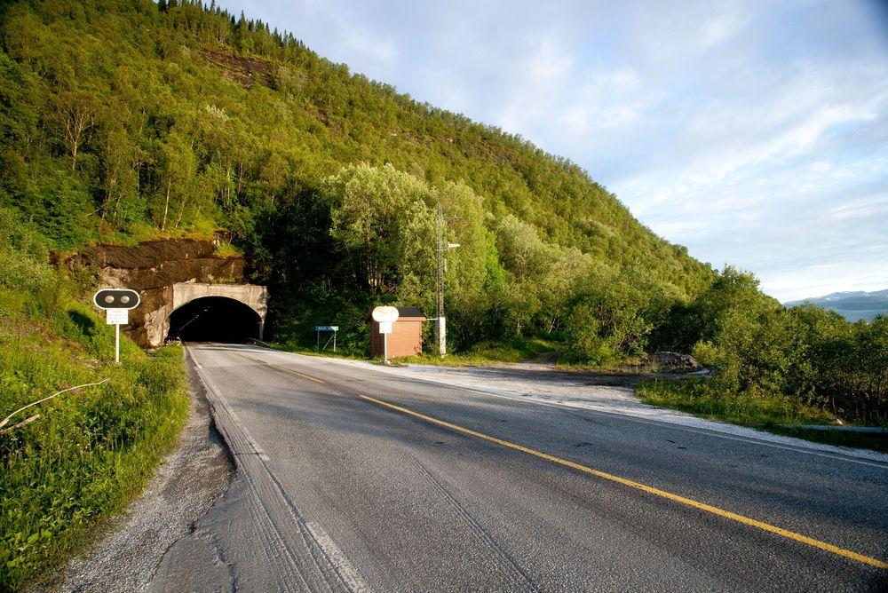 Statens vegvesen anbefaler å bygge nye tunneler fremfor å ruste opp tunnelene langs E6 gjennom Sørfold. Kallvik tunnel i Nordland vil i såfall byttes ut.