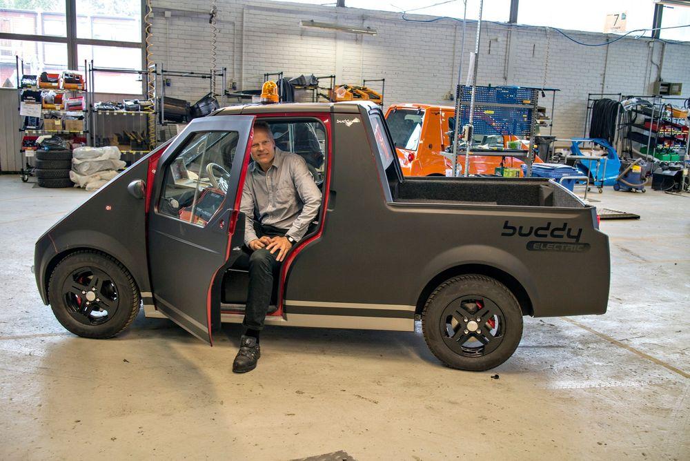 LasteBuddy: Sjefen for Buddy Electric, Jan Petter Skram, i prototypen på den nye elektriske mikrolastebilen selskapet utvikler.  foto: Odd R. Valmot