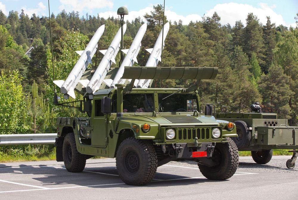 Kongsberg Defence Systems og partneren Raytheon leverte i sommer den første Nasams High Mobility Launcher til Forsvarets logistikkorganisasjon.