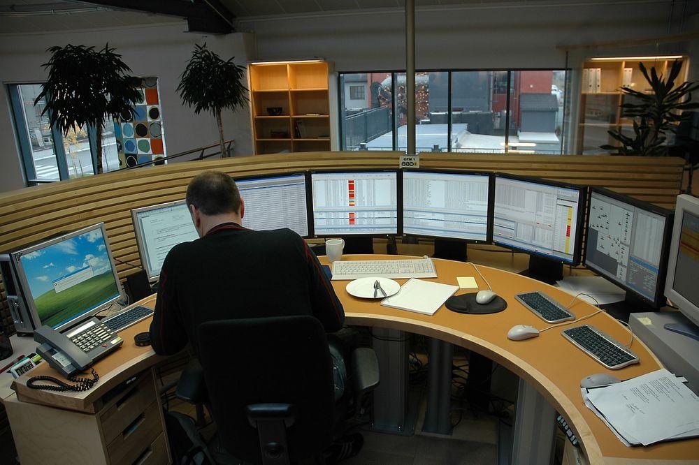 Fra operasjonssenteret på Marienborg i Trondheim overvåkes GSM-R-nettet over hele Norge. Det var i et av serverrommene her at feilen oppstod.