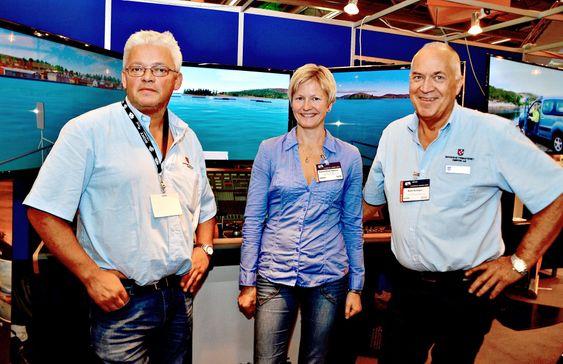 MarinSim har deltatt på Aqua Nor messen i Trondheim denne uka. Fra venstre simulatoransvarlig ved Sikkerhetssenteret i Rørvik, Bård Godager, prosjektleder for MarinSim, Lars Johan Skagemo og prosjektleder for Sintef Fiskeri og havbruk, Ingunn Marie Holmen.