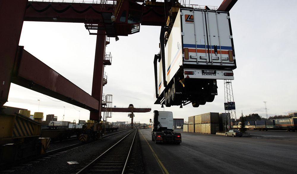 NHO logistikk og transport mener regjeringen bryter med EØS-avtalen når de ikke planlegger å konkurranseutsette driften av godsterminalene.