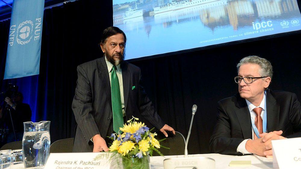 Leder Rajendra Pachauri og nestleder Thomas Stocker i FNs klimapanel legger frem klimapanelets femte rapport fredag.