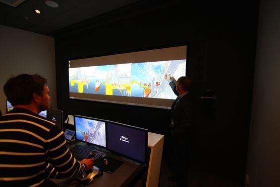 Iporten hos Aker Solutions består av flere rom, der alle er utstyrt med 3D-teknologi for å kunne forstå operasjonene som skal skje offshore bedre.