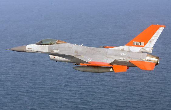Den første ubemannede flygingen med et QF-16 fullskala luftmål ble gjennomført i Florida 19. september.