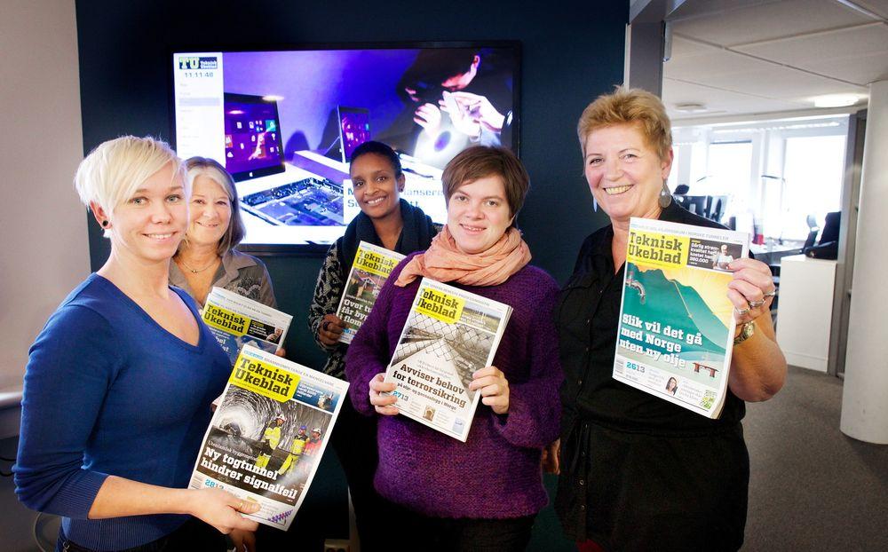 Flere lesere: Utgavesjef Mona Strande (fra venstre), leserkontakt og korrekturleser Anne-Lise Andersen og grafikerne Elisabeth Rodrigues, Lina Merit Jacobsen og Lizzie Nilsen kan glede seg over ny leserrekord for papirutgaven.