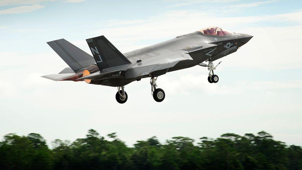 Nederland bestiller 37 F-35-fly etter lang politisk debatt.