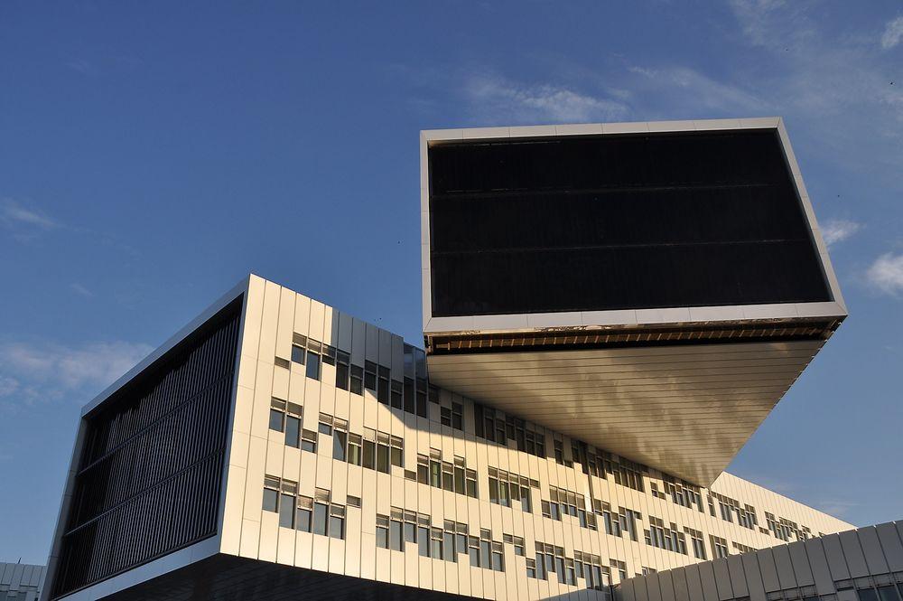 Statoilbygget på Fornebu fikk i utgaqngspunktet energimerke B grunnet kjøp av fjernvarme. Med de nye reglene oppnår bygget energiklasse A.