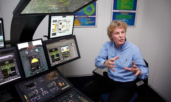 """- Dette er """"Playstation 8"""" for flygere og teknikere, sier Roy Ratdal, direktør for vedlikeholdsprosjekter i Aircontact Services, om den såkalte cockpit-traineren på simulatorsenteret."""