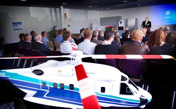 Det nye treningssenteret på Sola hadde offisiell åpning mandag ettermiddag. I forgrunnen en modell av helikopteret det trenes på; Sikorsky S-92 som har fløyet i Norge siden 2005.