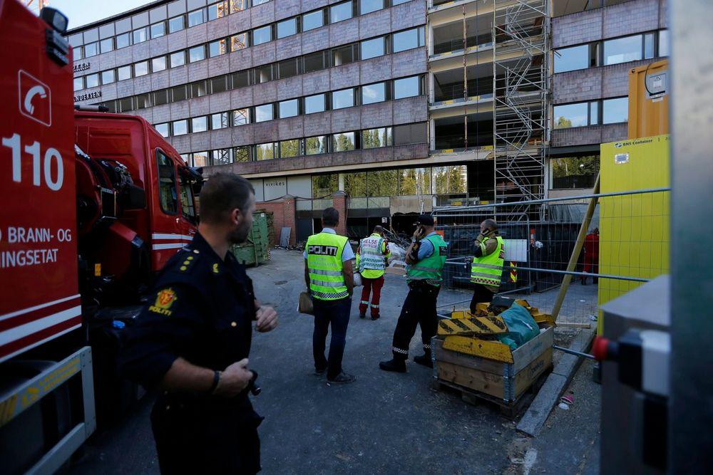To personer er bekreftet skadd etter at et betonggulv raste på Aker Brygge i Oslo tirsdag ettermiddag.
