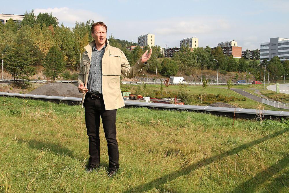 Kenneth Harstad fra Aspelin Ramm forteller at de nå rutinemessig vurderer bruk av grønt tak for ethvert nytt prosjekt.