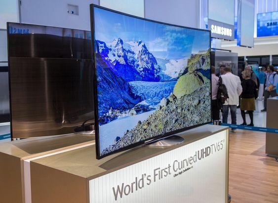Buet LCD: Samsung viste en Buet 65 tommer LCD-skjerm med 4K oppløsning. Den kommer nok i salg.