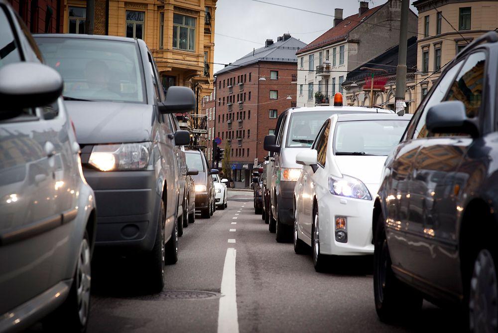 Dersom du har én times reisetid fra jobben og hjem når trafikken flyter fritt, betyr det at du kan legge på rundt 45 minutter under ettermiddagsrushet i Oslo.