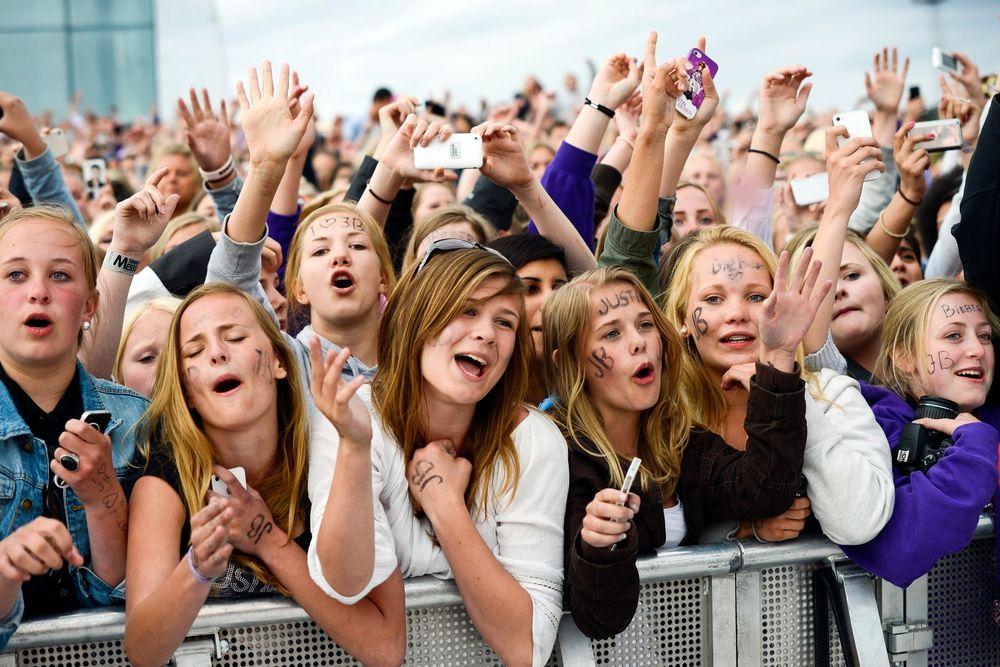 Telefonen brukes flittig når Justin Bieber opptrer. Her fra hans konsert på operataket i fjor.