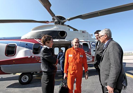 Eurocopter har 15 som jobber på heltid med den norske redningshelikopterkonkurransen, fra venstre: Florence Cassier, Christophe Meny og Patrick Le Barcenchon.