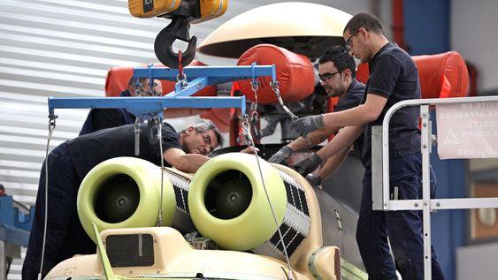 Parallelt med at Eurocopter har jobbet på spreng for å komme til bunns i akslingsproblemet på hovedgirboksen på EC225, er selskapet i ferd med å skru opp produksjonen av helikopteret her på sluttmonteringsfabrikken i Marignane. Rotorbladene produseres i Paris.