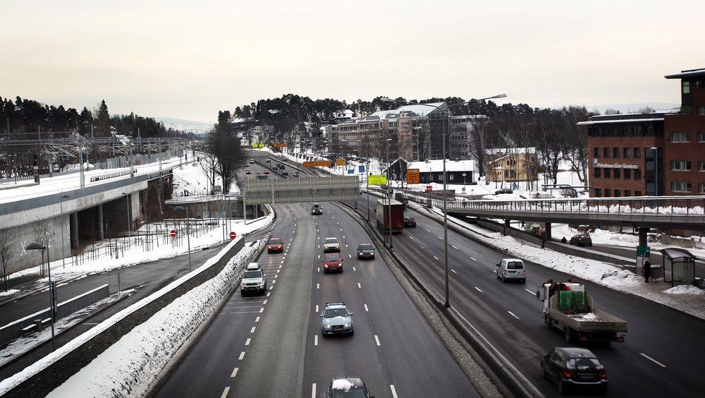 10 milliarder skal brukes på å ruste opp E18 vest for Oslo. Her fra Lysaker.