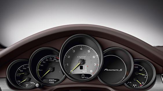 Panamera S e-hybrid har en egen klokke for elektrisk effekt.