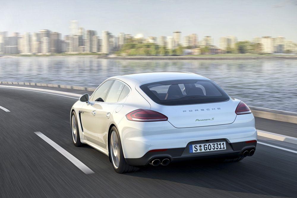 Porsche Panamera S e-hybrid lanseres sammen med ni andre versjoner i juli.