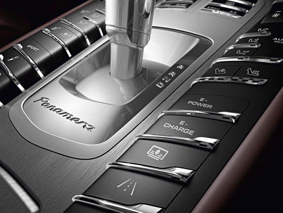 E-hybriden har den samme åttetrinns tiptronickassa som dieselvarianten av Panamera.