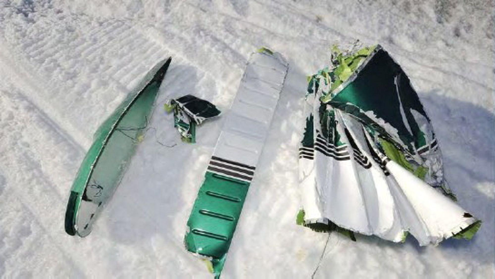 Delene som falt av flyet ble senere funnet under kollisjonsstedet.