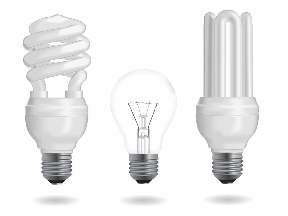 SPAREPÆRETEST: Mindre lys og feil energimerking var resultatet avet tilsyn NVE kjørte overfor sparepæreprodusenter.