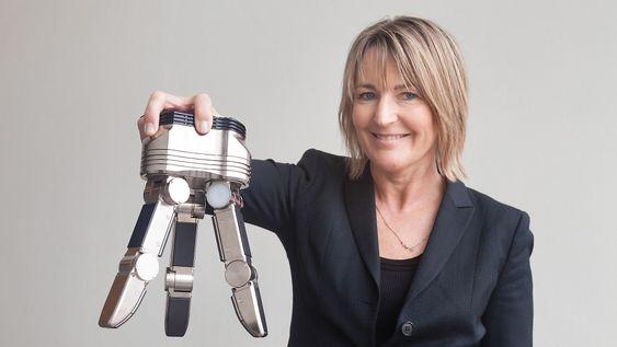 SINTEF-forsker Ingrid Schjølberg ønsker seg mer fleksible gripere for industrien.