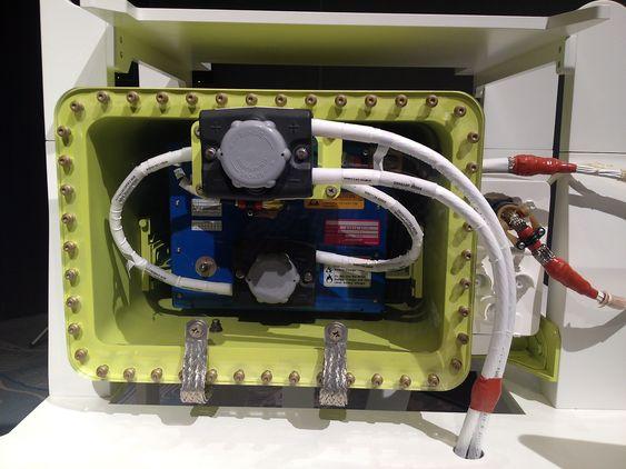 Boeings nye batteri kommer i en stålkasse.
