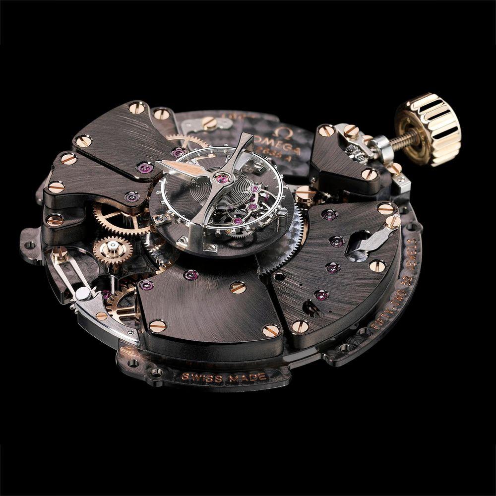 Dyr: Omega De Ville Tourbillion Co-Axial er et armbåndsur til den ringe pris av 1.946.300 kroner. Den har en en såkalt Tourbillionmekanisme som har som formål å eliminere effekten av gravitasjon på nøyaktigheten.
