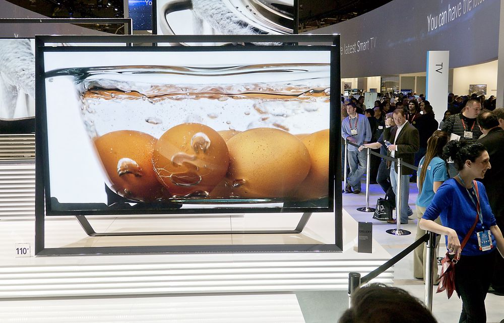 Stort: Det ble lansert TV-er i UHD-format fra 55 til 110 tommer på Ces i januar. Denne enorme 110 tommeren fra Samsung kommer det neppe mange av i norske stuer med det første. Men LG har allerede solgt en del av sine 84-tommere.    Foto: Odd Richard Valmot
