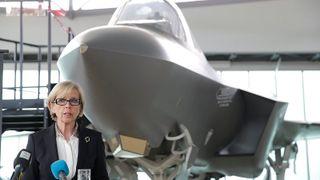 Regjeringen ber om 13 milliarder til kampfly
