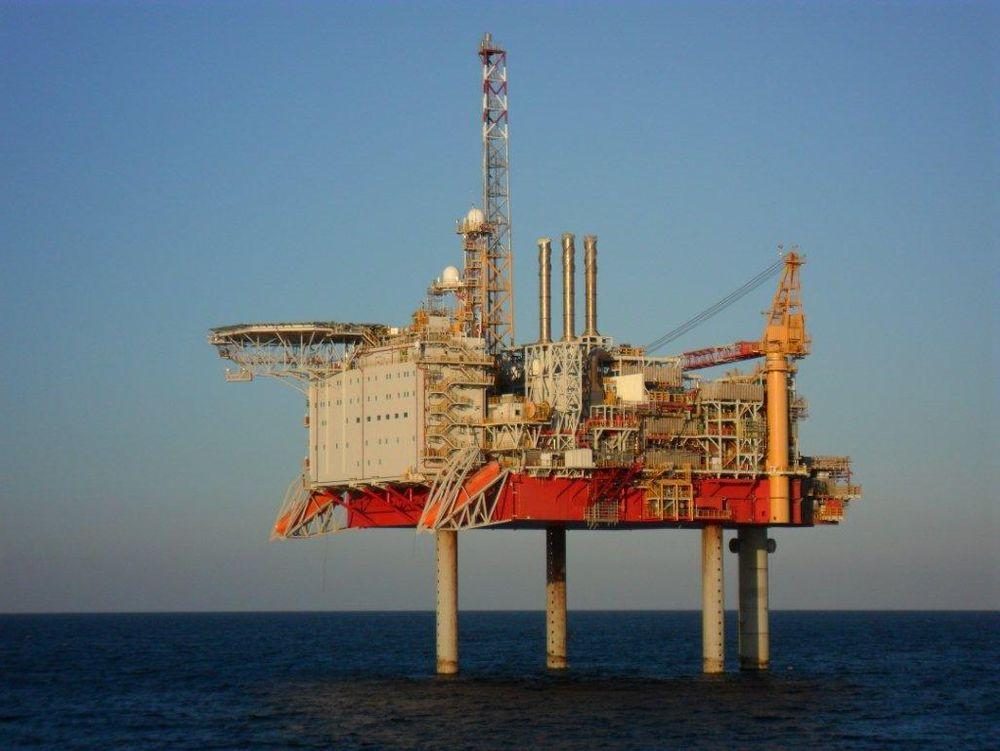 Yme ligger ubemannet i Nordsjøen, og det jobbes nå med å reparere sprekkene i sementen.