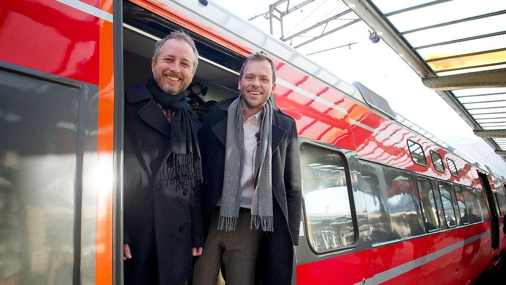 Miljøminister Bård Vegar Solhjell ( t.v) og SV-leder Audun Lysbakken lover 5,2 milliarder kroner til opprusting av Bergensbanen de kommende 10 årene sitt forslag til Nasjonal transportplan.