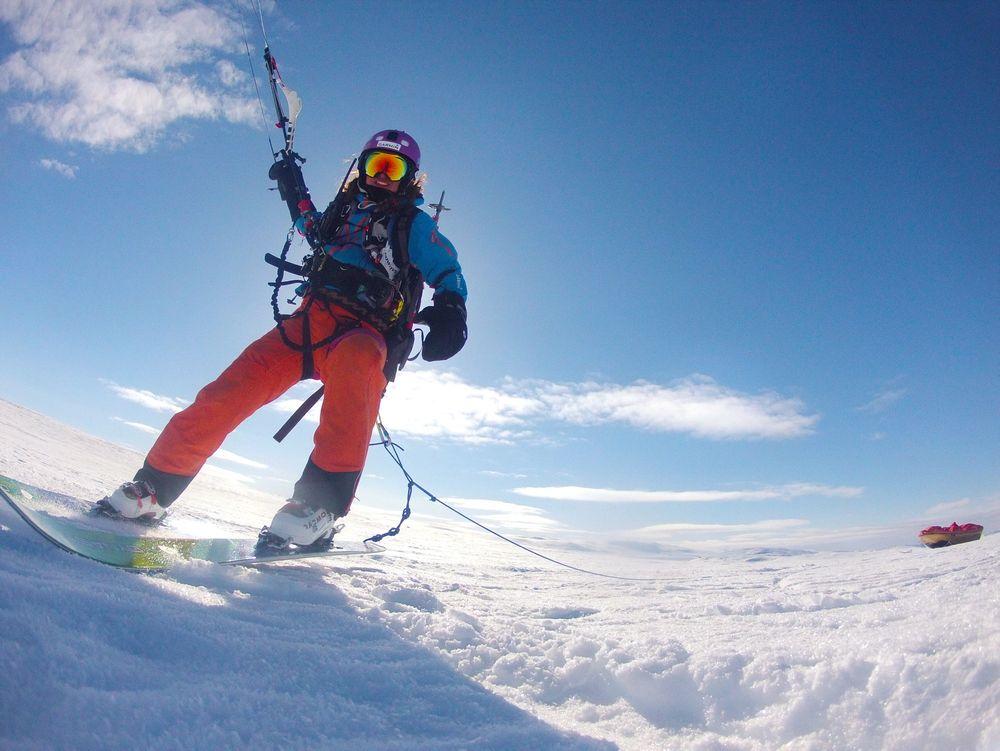 Sivilingeniør Ingrid Danielsson deltar i VM i langdistansekiting i Finnmark denne uken. Her fra trening ved Dyranut på Hardangervidda i påsken.