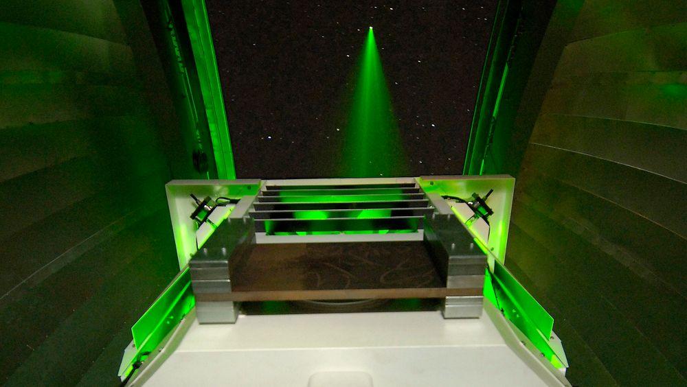 Her sendes en laserstråle mot månen fra Nasas basestasjon, også kalt OCTL (Lunar Lasercom Optical Communications Telescope Laboratory)