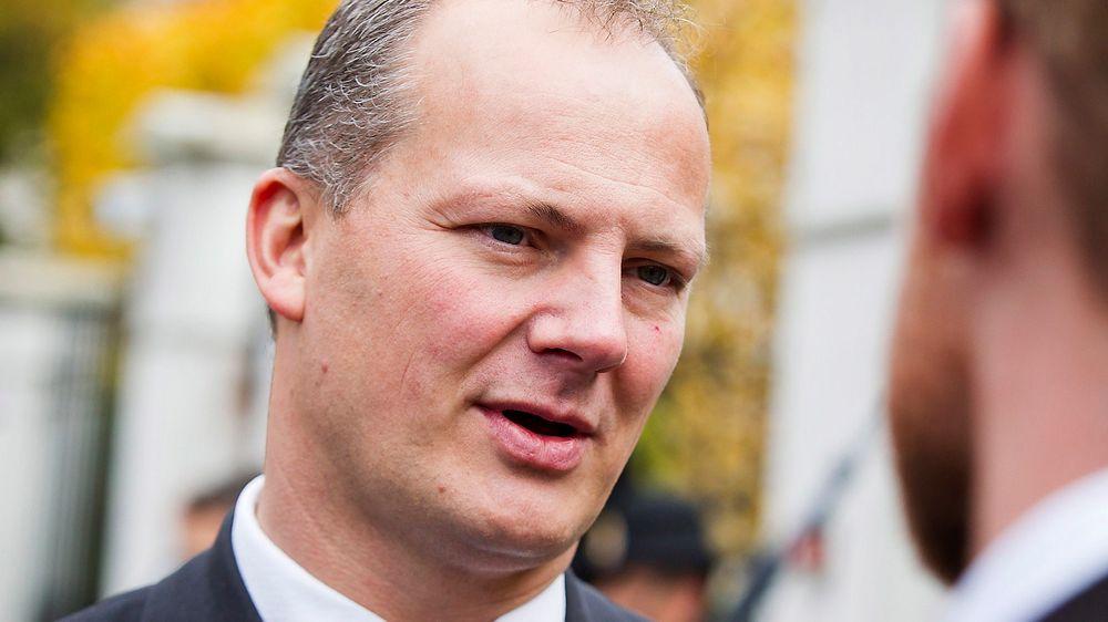 Samferdselsminister Ketil Solvik-Olsen vil sone mer veipenger mot byene. Han vil også prioritere pendlerne foran lyntog.