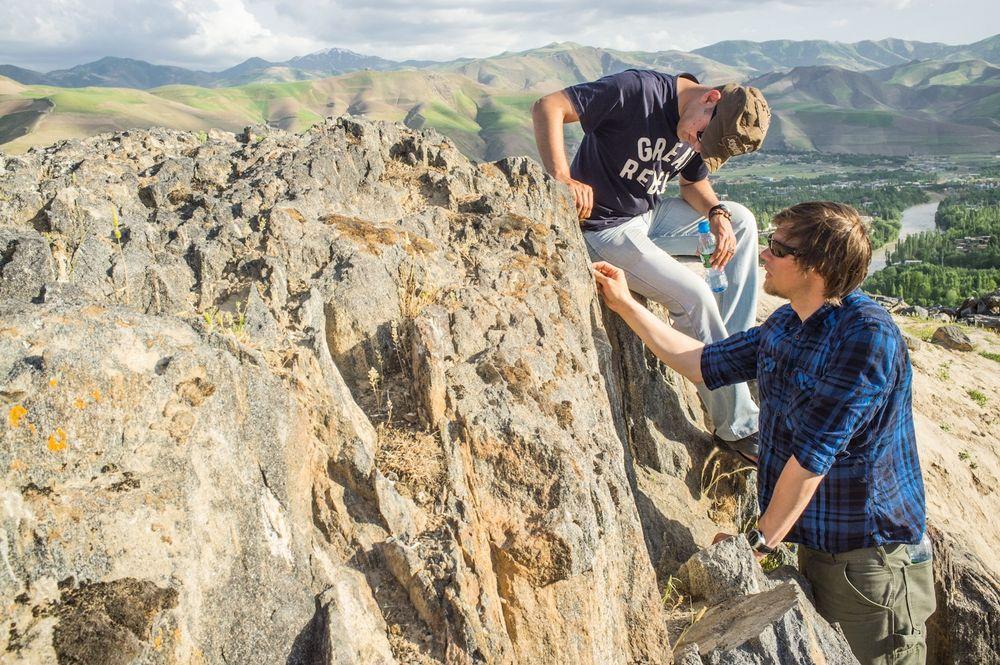 Andrea Taurisano, til venstre, og Jaran Wasrud på oppdrag i Afghanistan for Ingeniører uten grenser. De to norske ingeniørenen lærte opp lokale ingeniører til å vurdere skredrisiko i et meget skredutsatt område.
