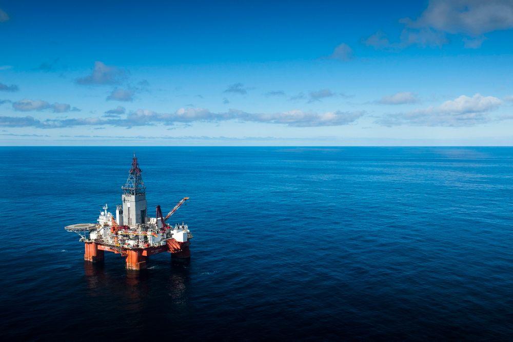 Ensom: West Hercules ligger ensom i Barentshavet under boring av brønner for Statoil. Men for øyeblikket er den i godt selskap av en rekke andre brønner som er under boring, og som skal bores i tiden som kommer.