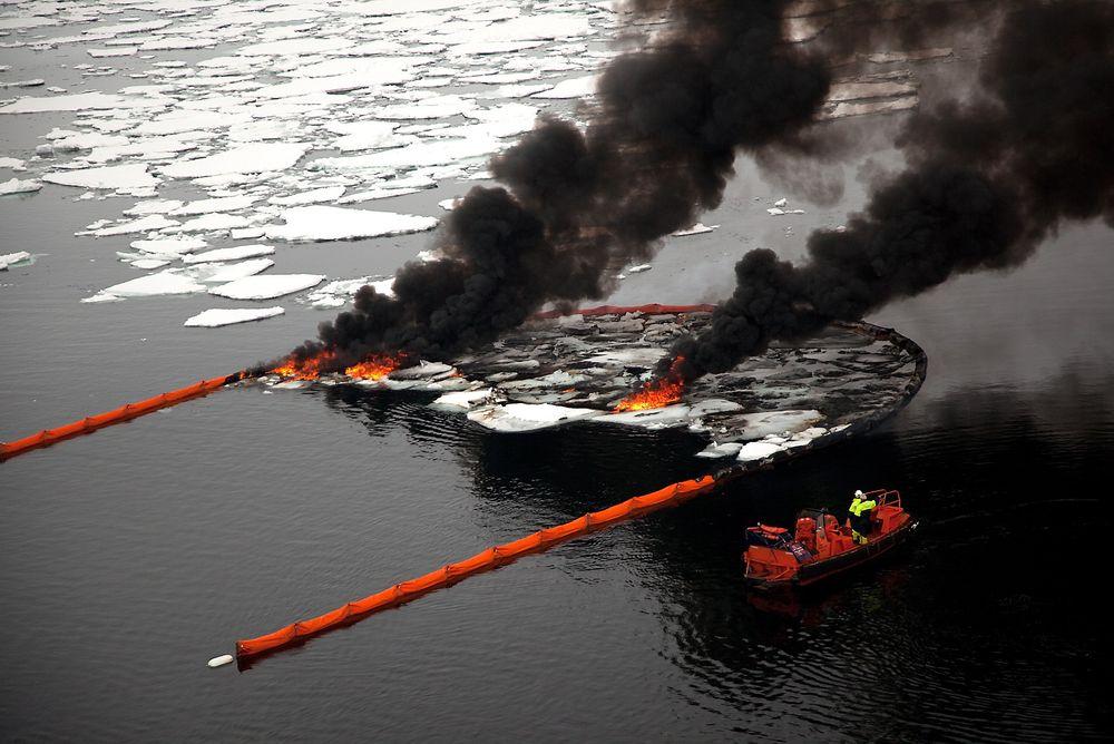 Sot: Brenning av olje er den foretrukne metoden for å håndtere oljeutslipp i is.